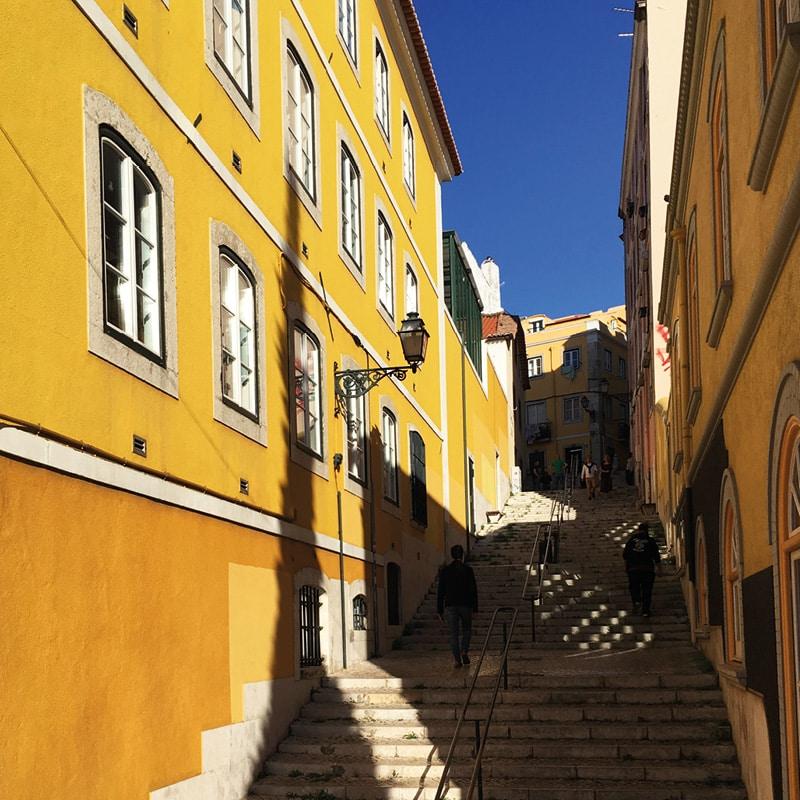 lisbonne rue jaune